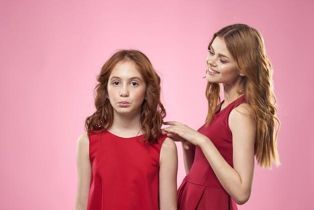Mama i córka w podobnych ubraniach