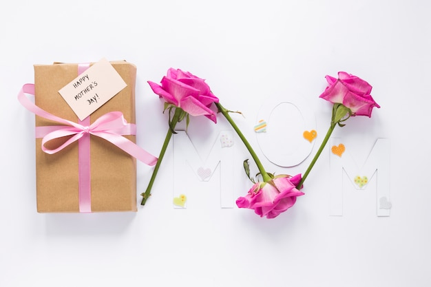 Mama napis z pudełko i róż