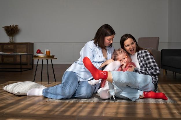 Mamusie spędzające czas razem z córką