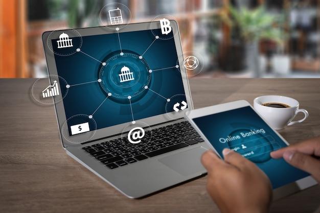 Man online banking technology e-commerce do bankowości internetowej płać cyfrowo i za zakupy przez połączenie sieciowe