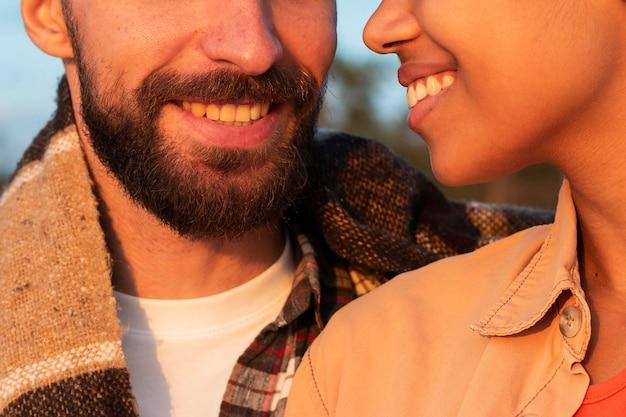 Mana nd kobieta uśmiechnięta z bliska