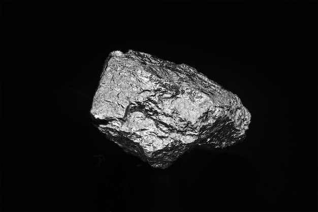 Mangan jest pierwiastkiem chemicznym stałym w temperaturze pokojowej. jest zewnętrznym metalem przejściowym. stosowany w stopach, głównie w stali, a także do produkcji pali.