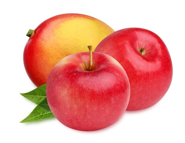 Mango i jabłka na białym tle na białej powierzchni
