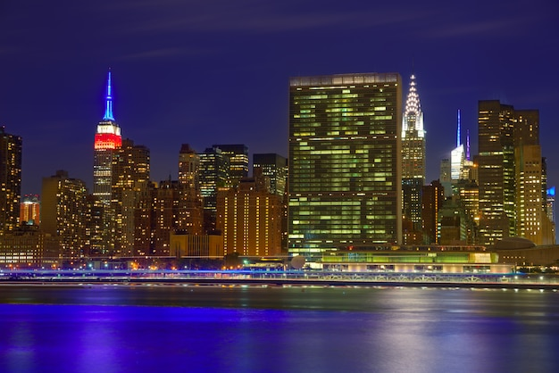 Manhattan nowy jork zmierzch linia horyzontu od wschodu