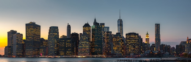 Manhattan. wieczorem panorama panoramę nowego jorku