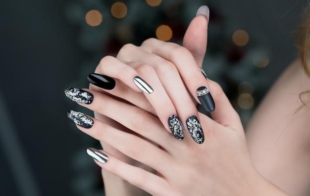 Manicure na czarne paznokcie