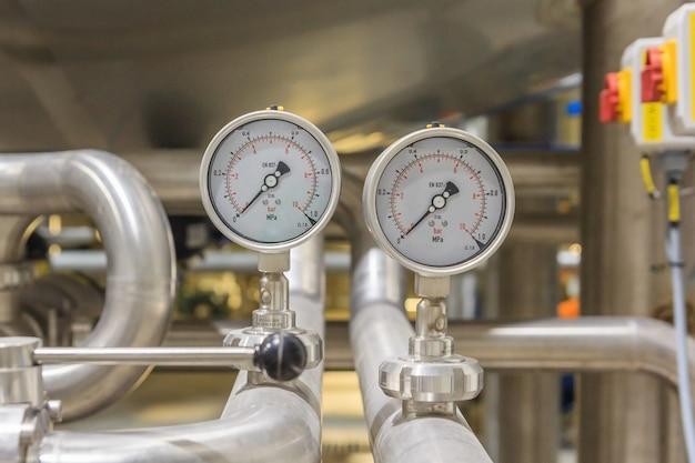 Manometr, ciśnieniomierz mierzący ciśnienie gazu.
