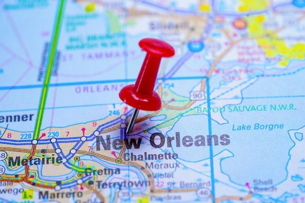 Mapa drogowa nowego orleanu z czerwoną pinezką