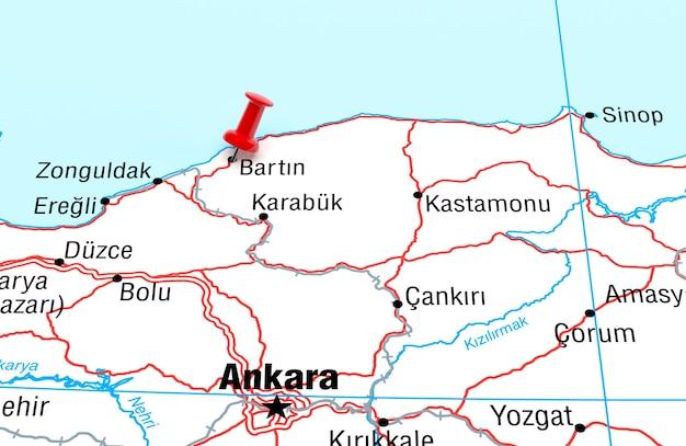 Mapa przedstawiająca bartina turcja z czerwoną szpilką renderowania 3d