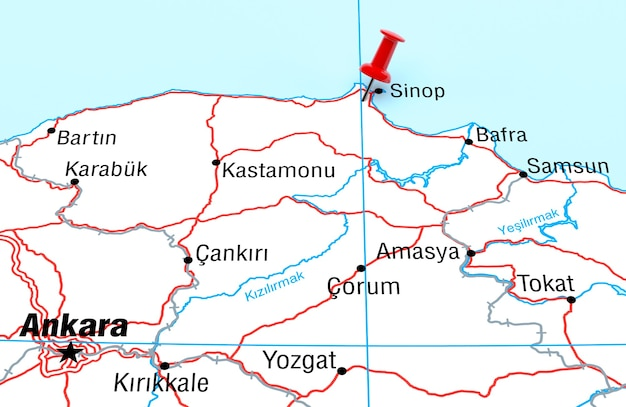 Mapa przedstawiająca sinop turcja z czerwoną szpilką renderowania 3d