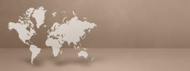 Mapa świata na białym tle na tle beżowej ściany. ilustracja 3d. poziomy baner