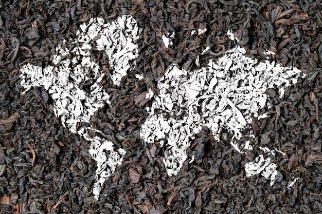 Mapa świata na suchej herbacie jako koncepcja eksportu na cały świat