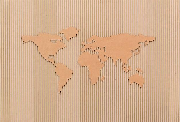 Mapa świata wykonana z płyty pilśniowej