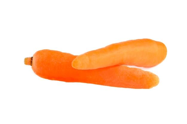 Marchewki na białym tle świeże obrane marchewki na białym tle