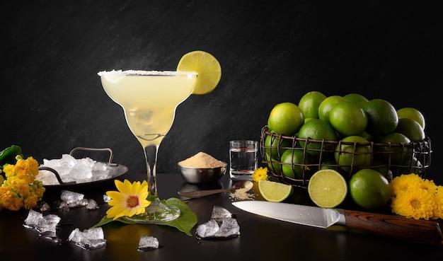 Margarita - tradycyjny napój cytrynowy tequila - składniki