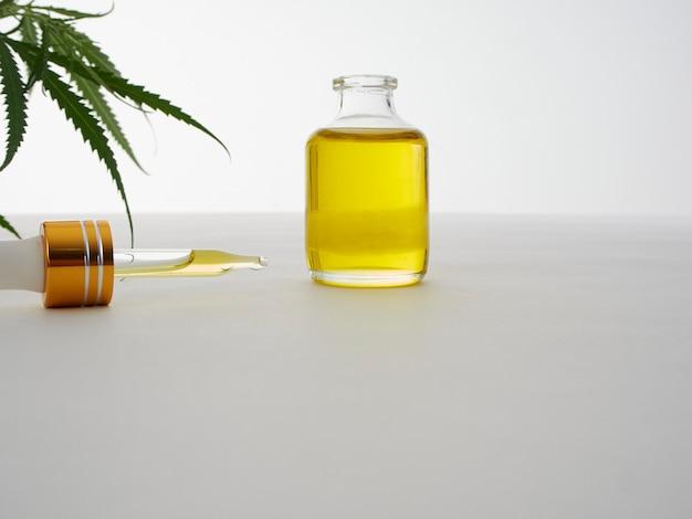 Marihuana z ekstraktem z oliwy w butelce