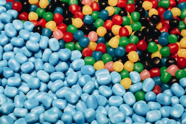 Marmoladowe słodycze o różnych kształtach i gatunkach