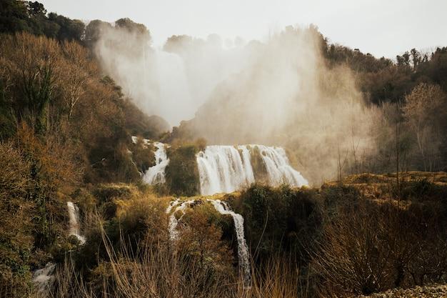 Marmore falls, wodospad we włoszech, prowincja terni, umbria.