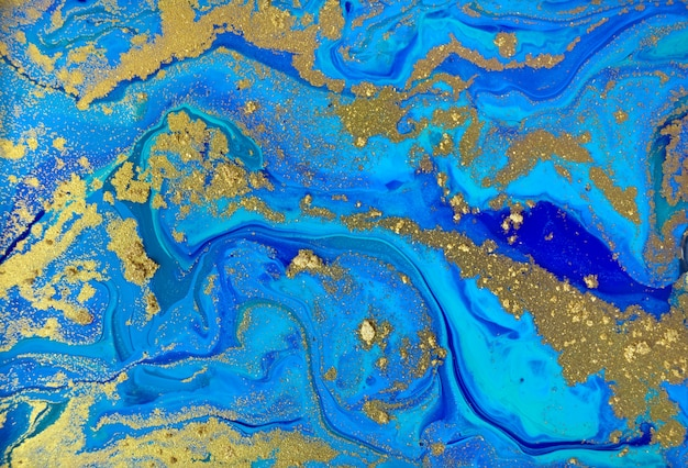Marmurkowaty błękitny i złocisty abstrakcjonistyczny tło. płynny wzór marmuru.