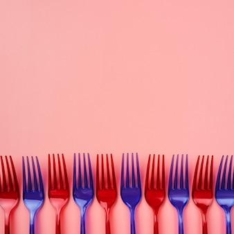 Marnotrawna kompozycja jednorazowych przyborów kuchennych