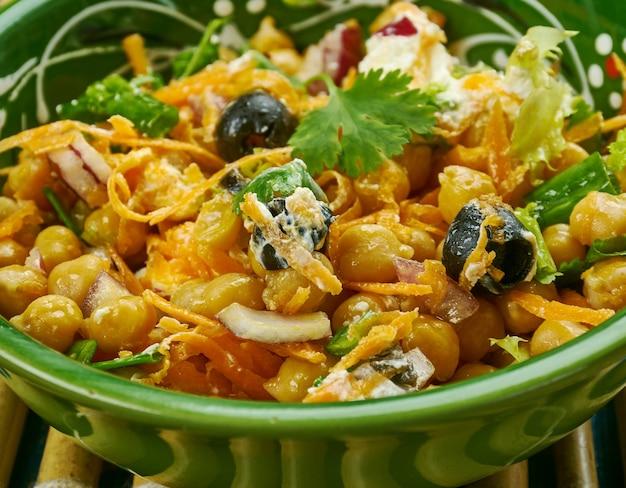 Marokańska sałatka z marchewki i ciecierzycy to wszystko