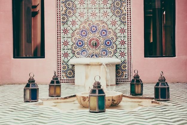 Marokański afryka wnętrze ozdobny basen
