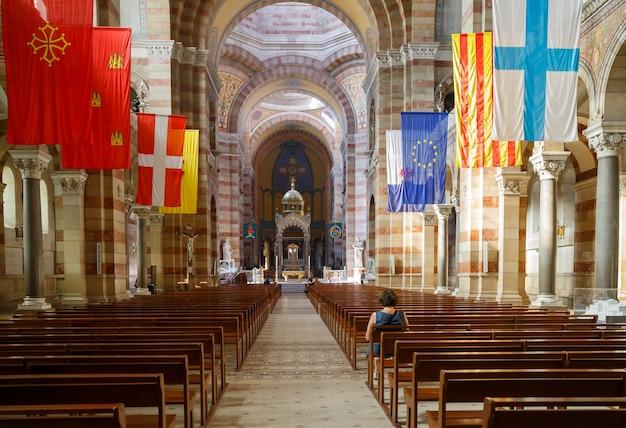Marsylia francja wnętrze katedry w marsylii rzymskokatolicki narodowy pomnik francji