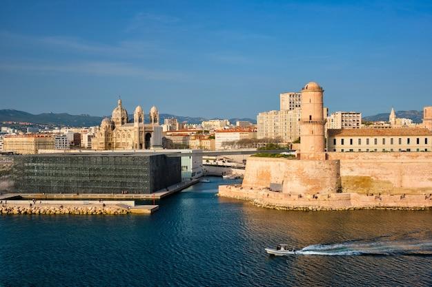 Marsylia stary port i fort saintjean marsylia francja