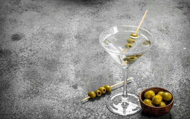 Martini z oliwkami.