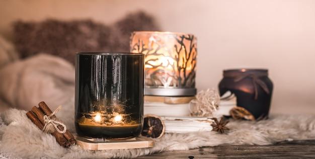Martwa natura domowa atmosfera we wnętrzu ze świecami