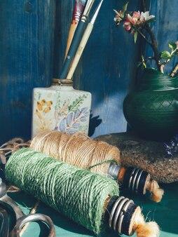 Martwa natura kompozycja kwiatowa zielony niebieski kolor