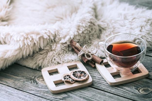 Martwa natura przytulna atmosfera z filiżanką herbaty