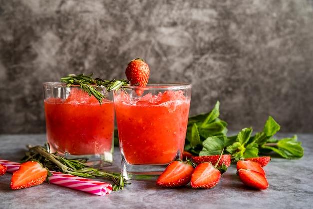 Martwa natura smacznego letniego smoothie