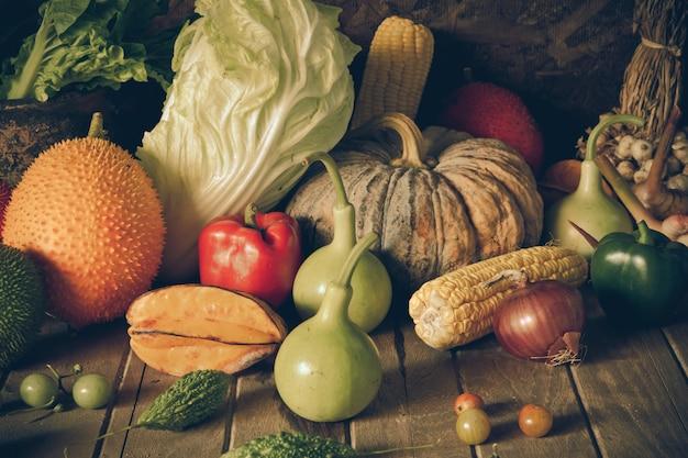 Martwa natura warzywa i owoce.