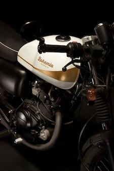 Martwa natura z motocyklowym motocyklem w stylu racer