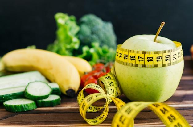 Martwa natura z owocami i warzywami