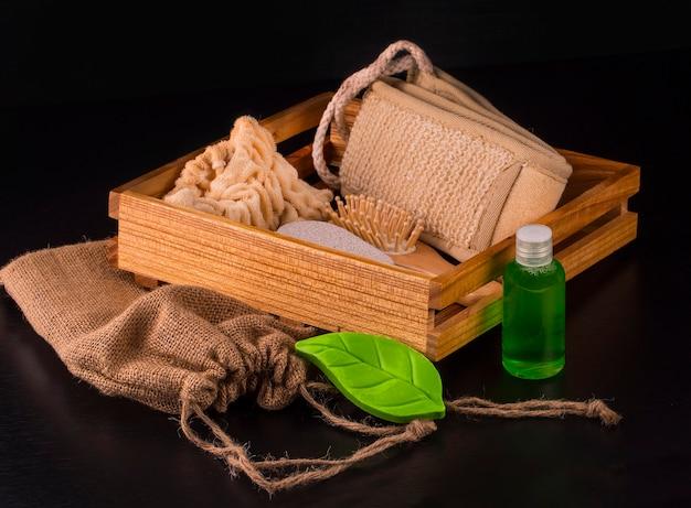 Martwa natura z szeregu przedmiotów do pielęgnacji ciała i skóry