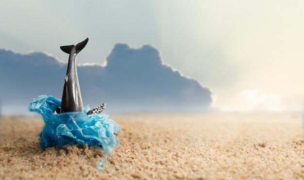 Martwy wieloryb wyrzucony na brzeg. koncepcja świadomości ekologicznej i plastycznej