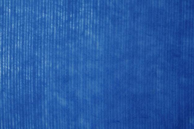 Marynarki wojennej błękita paskujący wzór na morwa papierze textured tło, szczegółu zakończenie