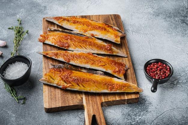 Marynowana makrela z czosnkiem i szafranem na szaro