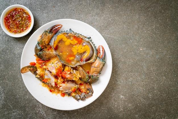 Marynowane jajka kraba z pikantnym sosem z owoców morza
