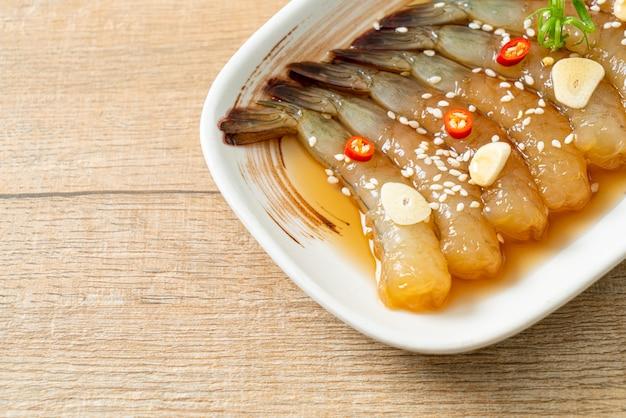 Marynowane krewetki koreańskie lub koreański sos sojowy marynowane krewetki - po azjatyckim stylu