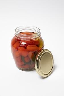 Marynowane pomidory koktajlowe w szklanym słoju