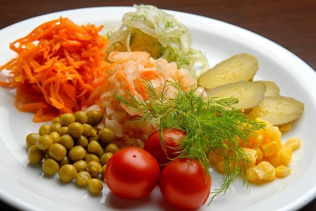 Marynowane warzywa francuskie ogórek, pomidory