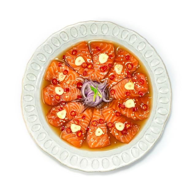Marynowany łosoś koreański sos sojowy marynowany koreański styl żywności widok z góry
