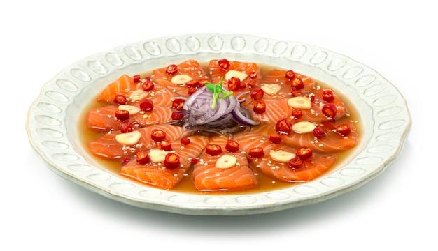 Marynowany łosoś koreański sos sojowy marynowany koreański styl żywności z boku