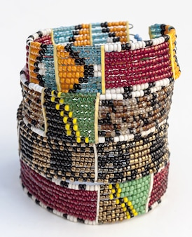 Masajska ręcznie robiona biżuteria i etniczne dekoracje