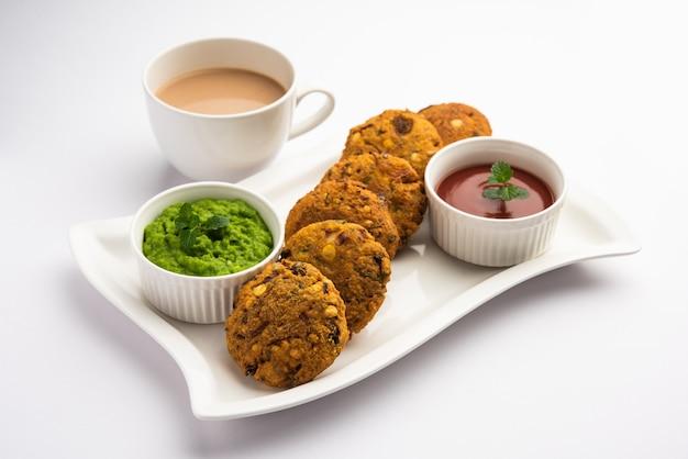 Masala chana dal vada lub parippu lub paruppu vadai to przepis na smażone przekąski tea time z maharashtrian i kerala. podawane w talerzu