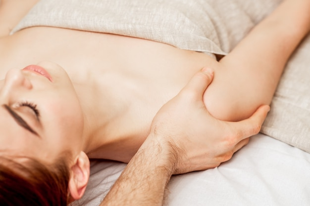 Masaż ramion kobiet