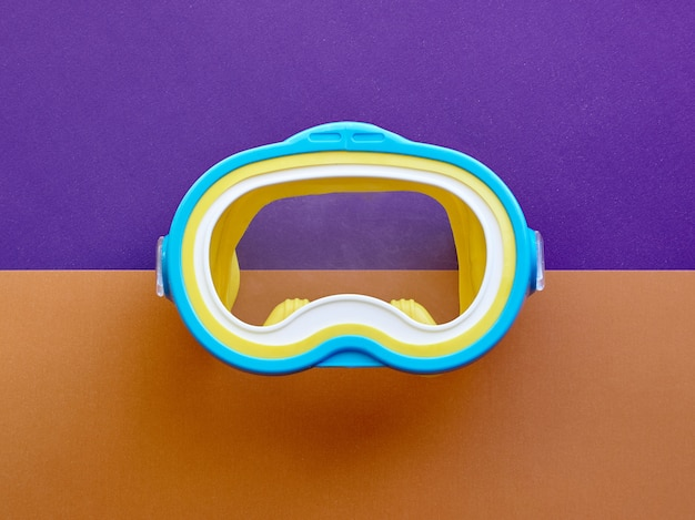 Maska do pływania. koncepcja nurkowania. koncepcja przygotowania do odpoczynku zawodowego. koncepcja letniego relaksu. pojęcie nurkowania i pływania.